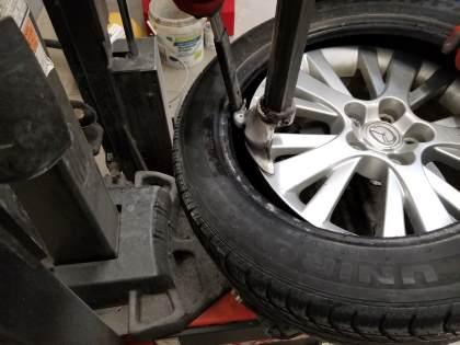 inserting tire iron into inner bead image