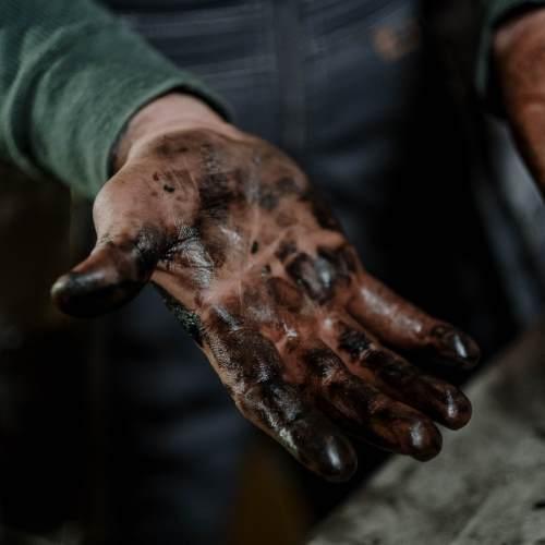 oil change hands